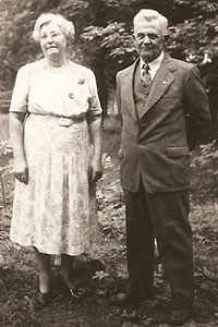 Thurman G. Scofield & his wife, Adeline (Waite) Scofield in 1940
